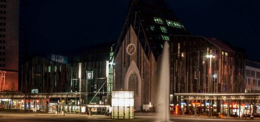 Neues_Augusteum_bei_Nacht,_Leipzig